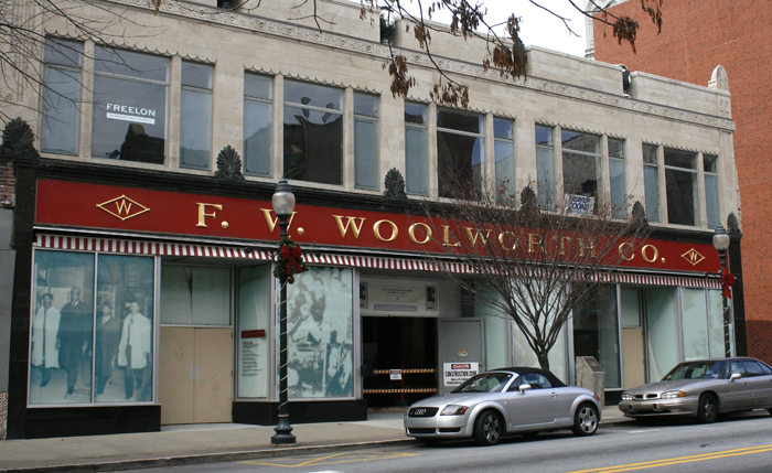 Former_Woolworth_store_in_Greensboro,_NC_(2008)-sm